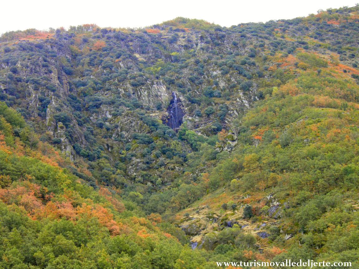 Cascada del manto de la virgen valle del jerte for Oficina de turismo valle del jerte