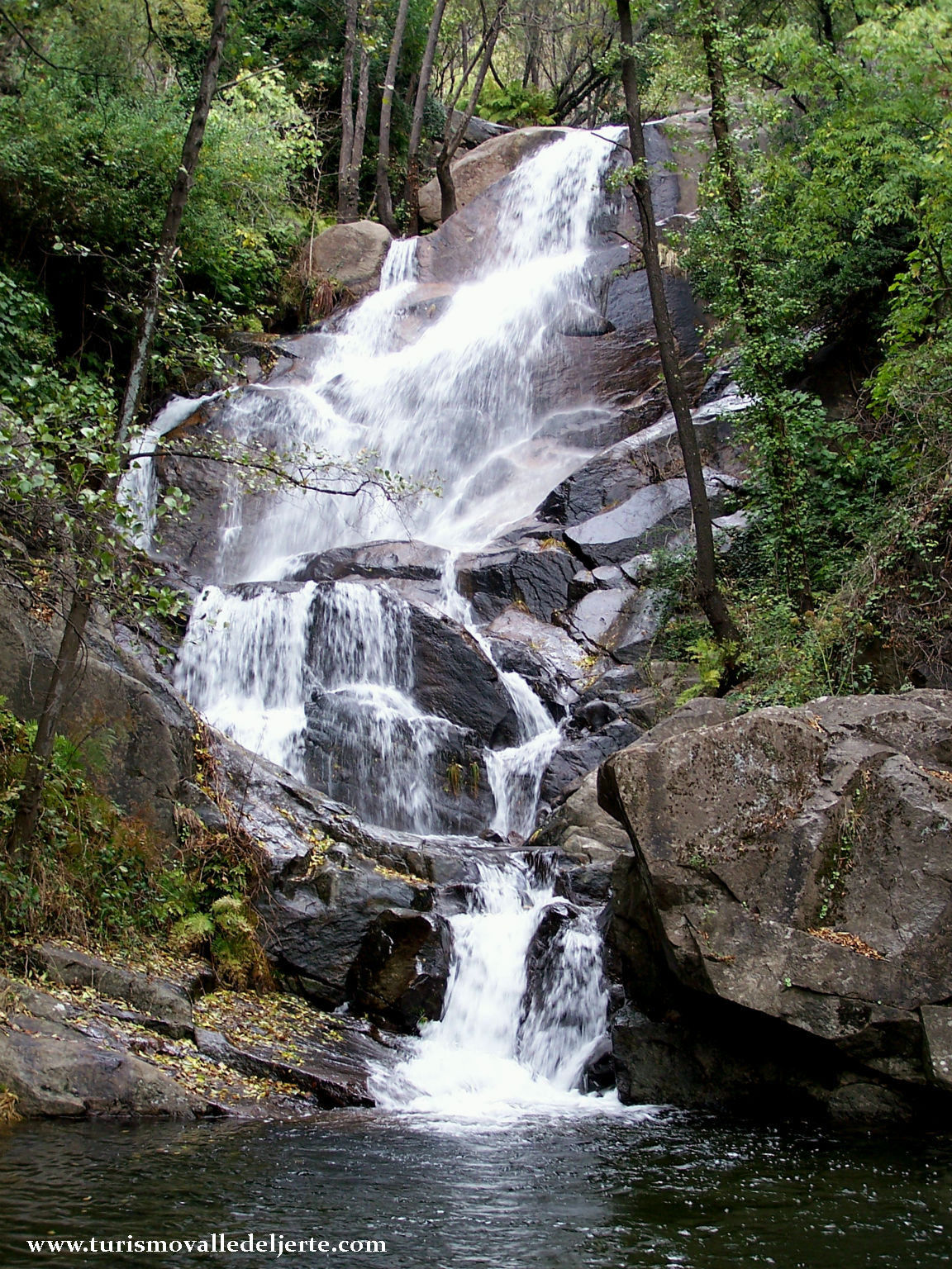 Cascadas de las nogaleas valle del jerte for Oficina de turismo valle del jerte