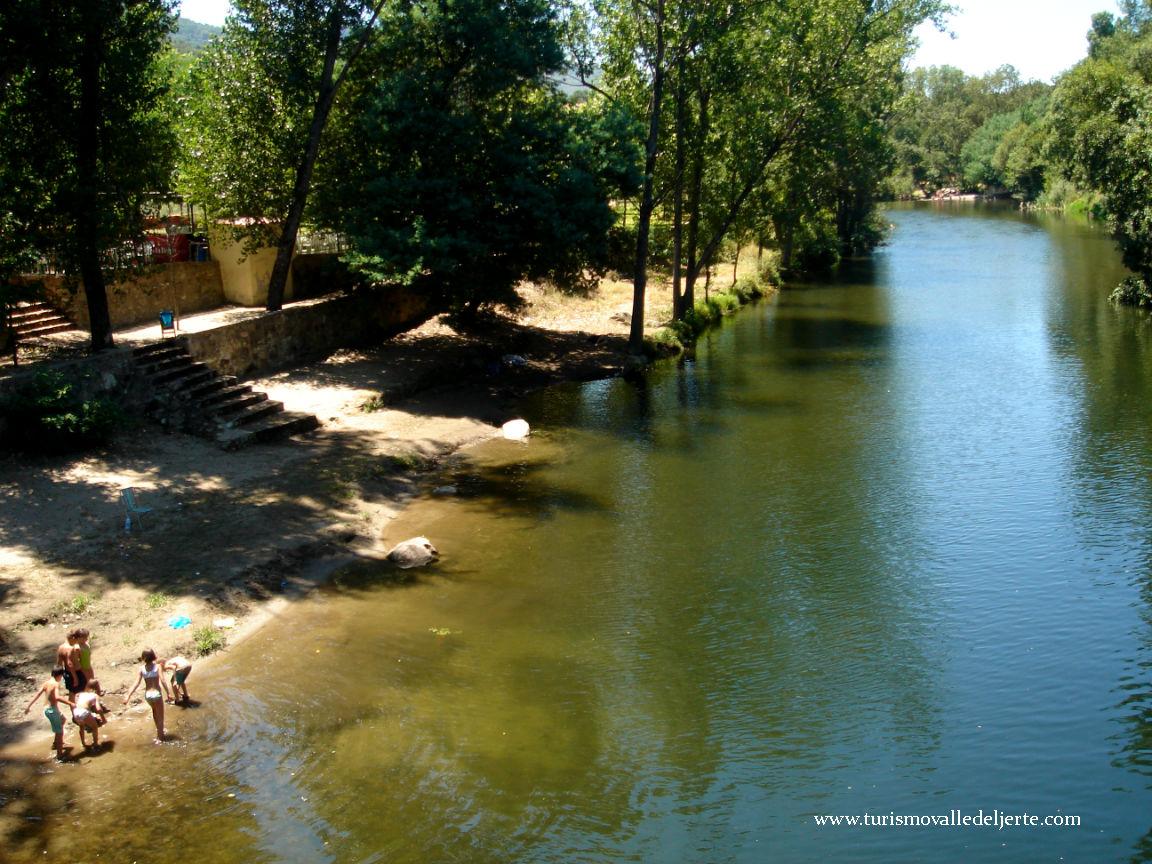 Piscina natural charco el benidorm valle del jerte for Oficina turismo benidorm