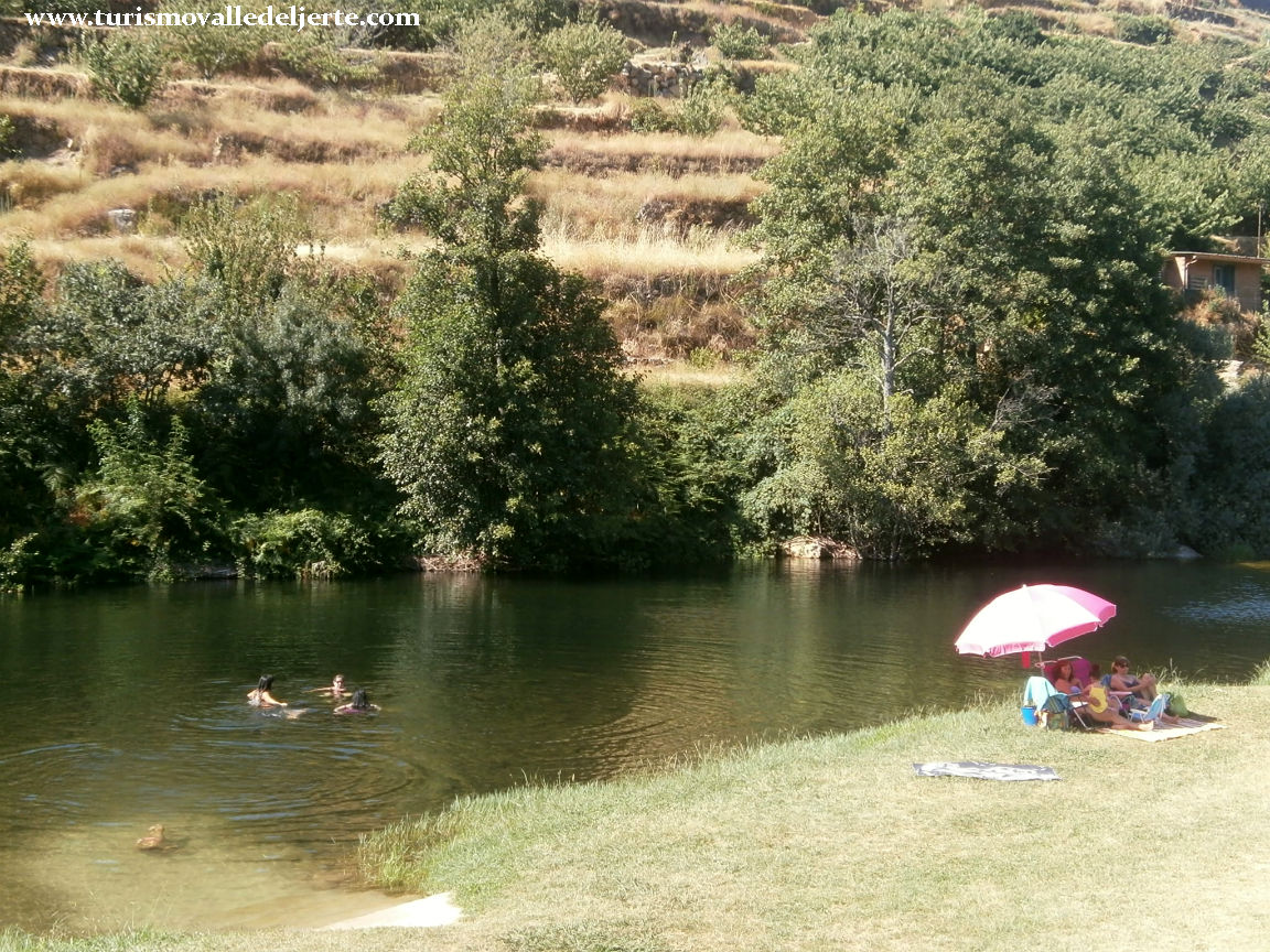 Piscina natural el caj n for Oficina de turismo valle del jerte
