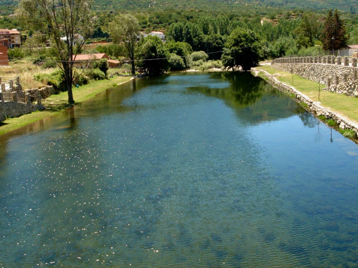 Piscina natural el vao valle del jerte - Piscinas en el valle ...
