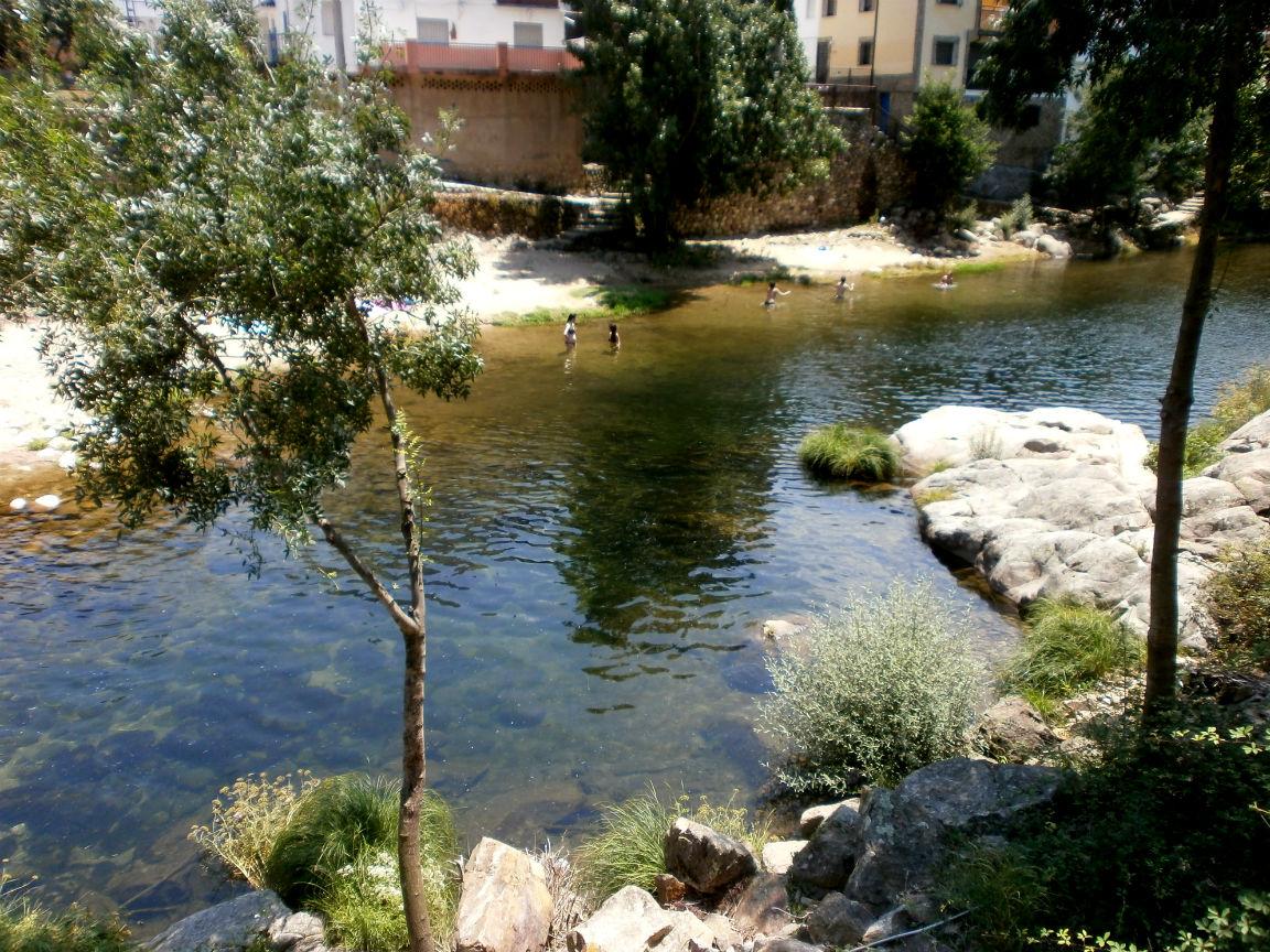 Piscina natural la picaza valle del jerte for Oficina de turismo valle del jerte